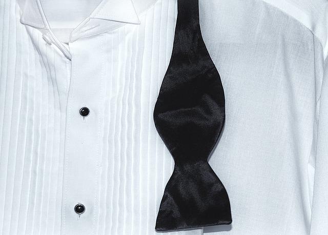 """1ec49fa57 Na ples sa odporúča prevažne dress code BLACK TIE alebo WHITE TIE. Tieto  dva """"štýly"""" majú spoločnú bielu košeľu. A práve pri výbere takejto košele  si treba ..."""