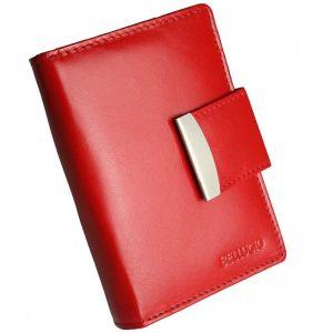 červená peňaženka